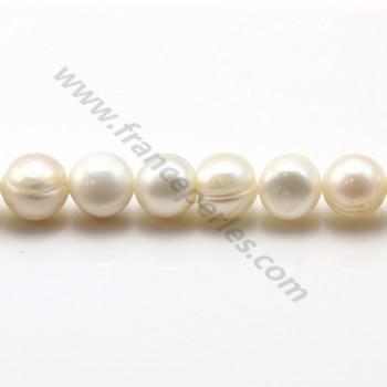 White freshwater pearls on thread 8-9mm x 40cm