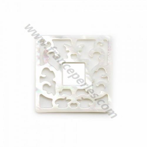 White square mother-of-pearl with openwork 30x30mm x 1pc